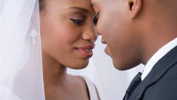 7 signes que vous avez bien trouv votre me s ur selon des couples mari s depuis plus de 30 ans. Black Bedroom Furniture Sets. Home Design Ideas